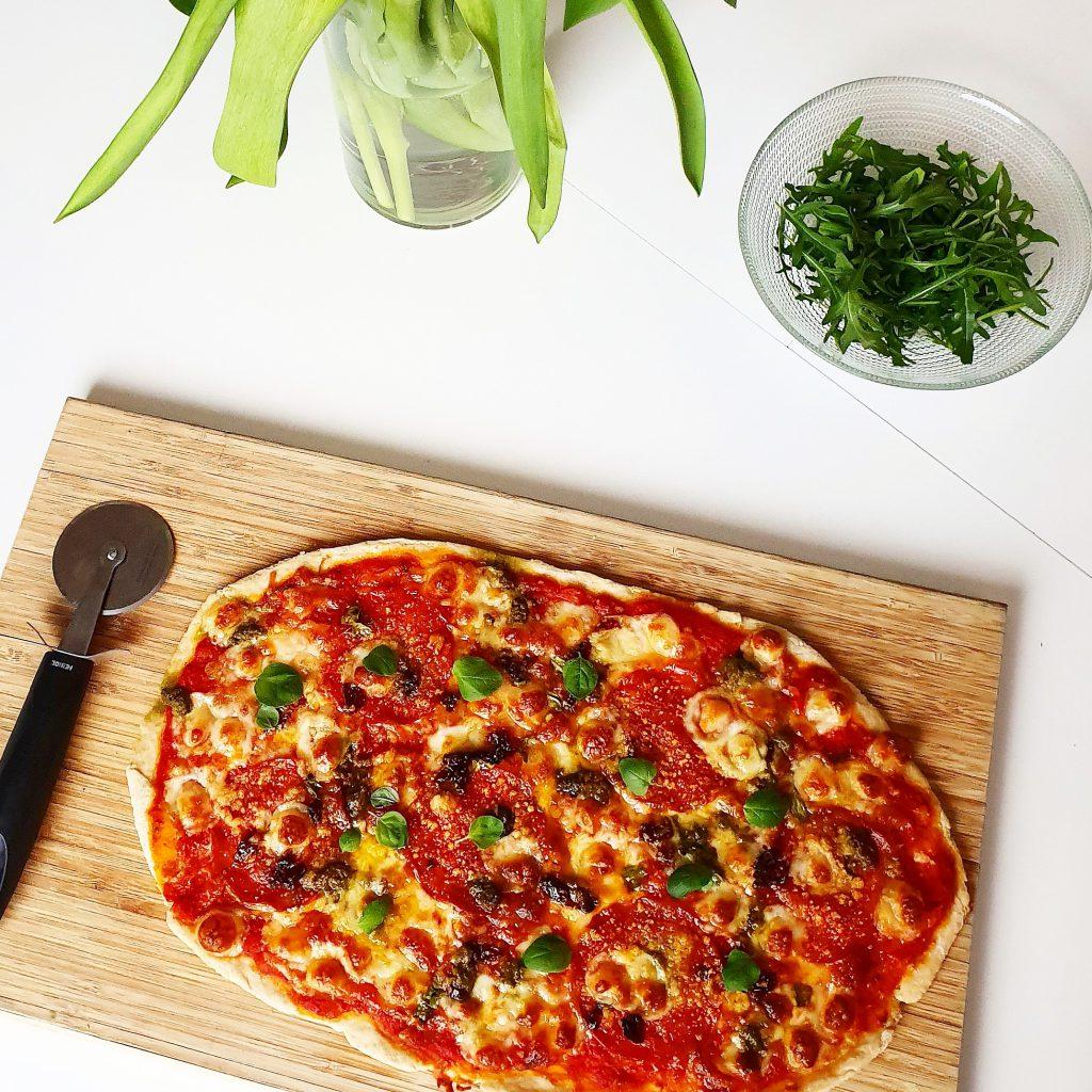 Chorizo-mozzarella pizza